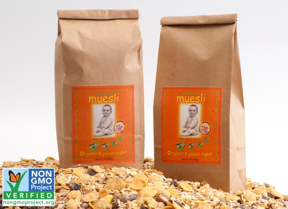 bags on muesli 1097x797 with GMO FREE logo